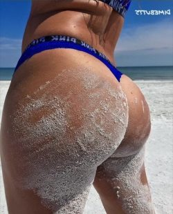 white girls with phat ass repost dimebutts__ and big booty haitian girls