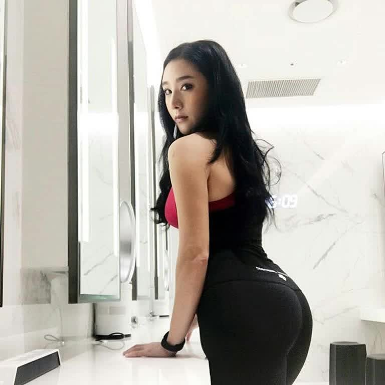 huge picture ass pic repost booty  and huge spanish ass