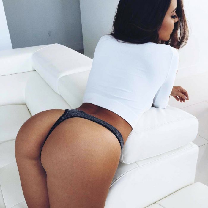 latina with big ass getting picture and 40 inch bubble butt