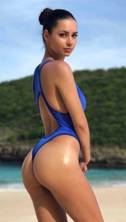 biggest butt ever and moms tight ass